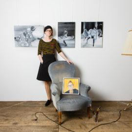 Kunstmalerin mit Portrait